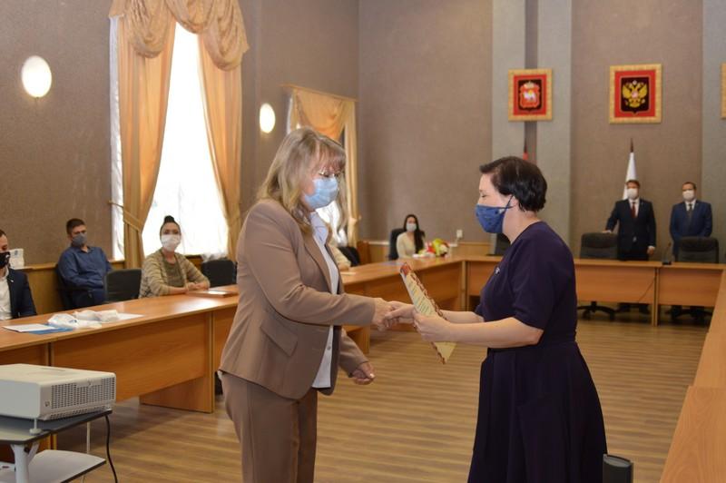 Руководители округа и «Маяка» наградили волонтеров
