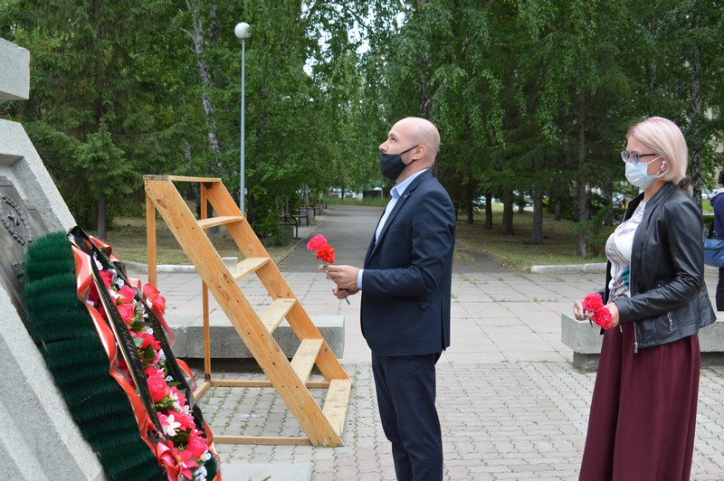 Жители округа зажгли свечи в память о героях войны