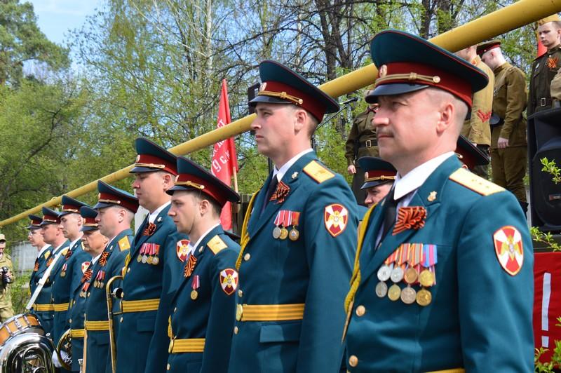 """""""Парад у дома"""": как поздравили ветеранов Озерска"""