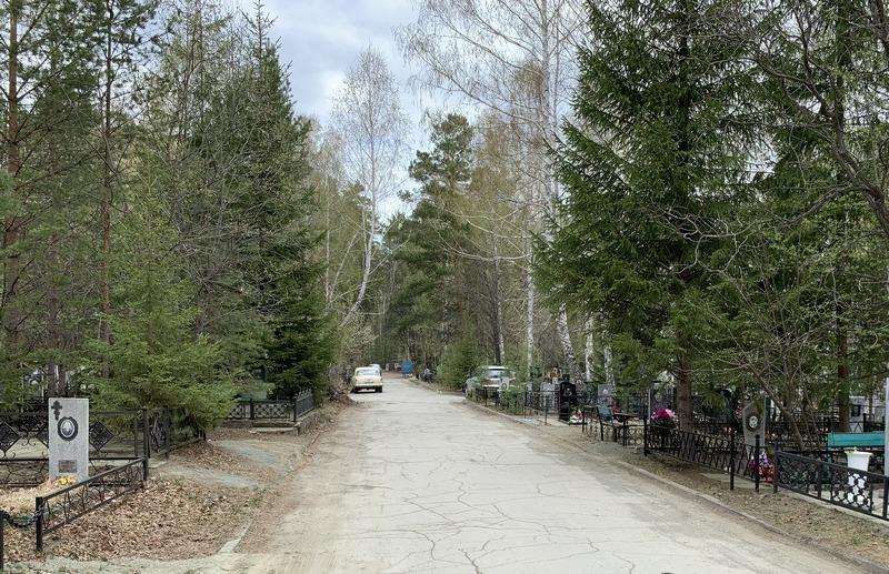 Озерские кладбища приводят в порядок к Родительскому дню