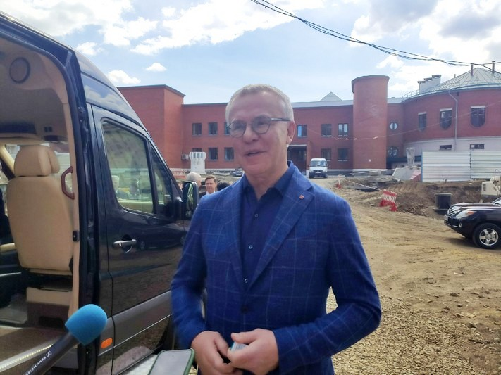 В Озерск приехал легенда российского хоккея Вячеслав Фетисов