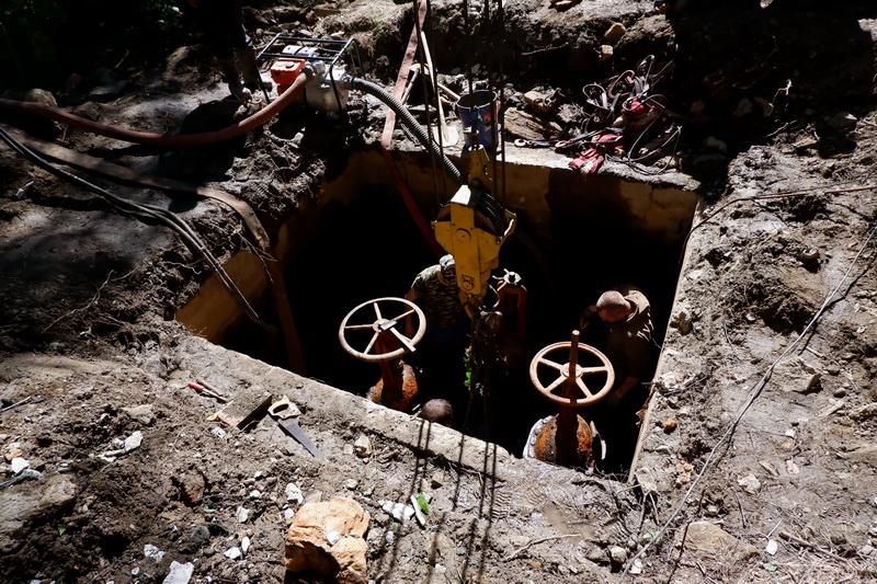 Коммунальщики прилагают максимальные усилия, чтобы устранить утечку воды