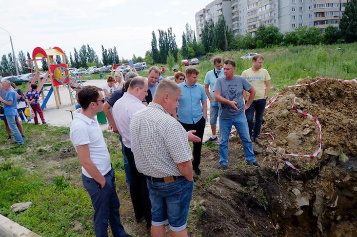 Глава округа и депутаты потребовали срочно восстановить водоснабжение дома на Гайдара, 5