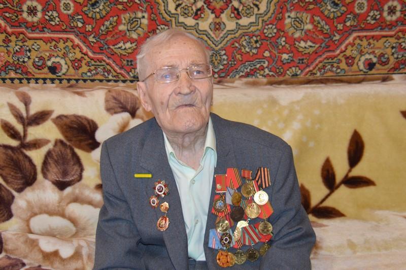 Ветерану вручили юбилейное поздравление от имени президента России