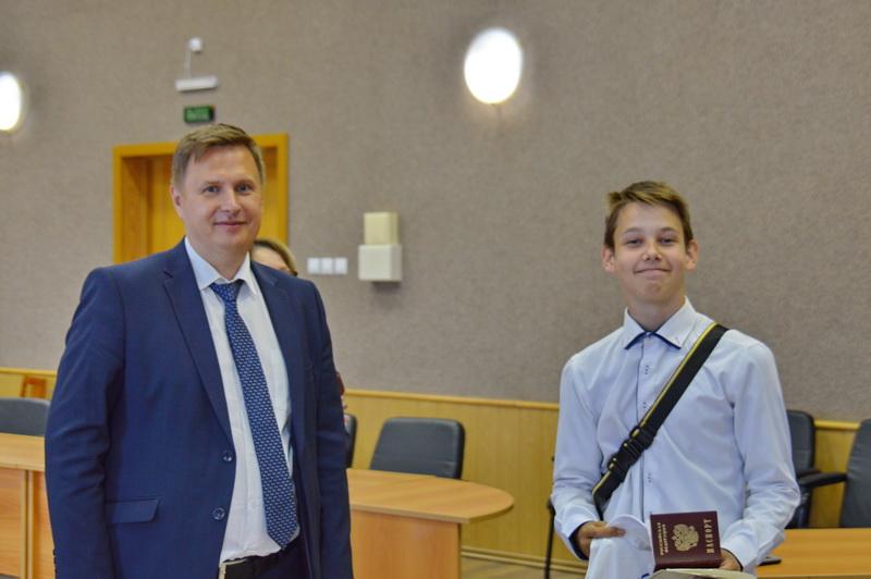 Юным озерчанам вручили паспорта
