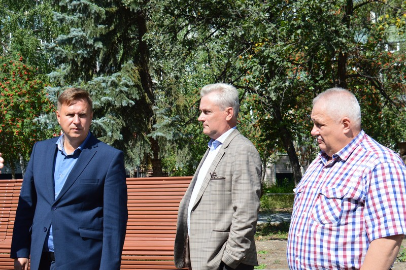 Евгений Щербаков проверил работы по благоустройству городской среды