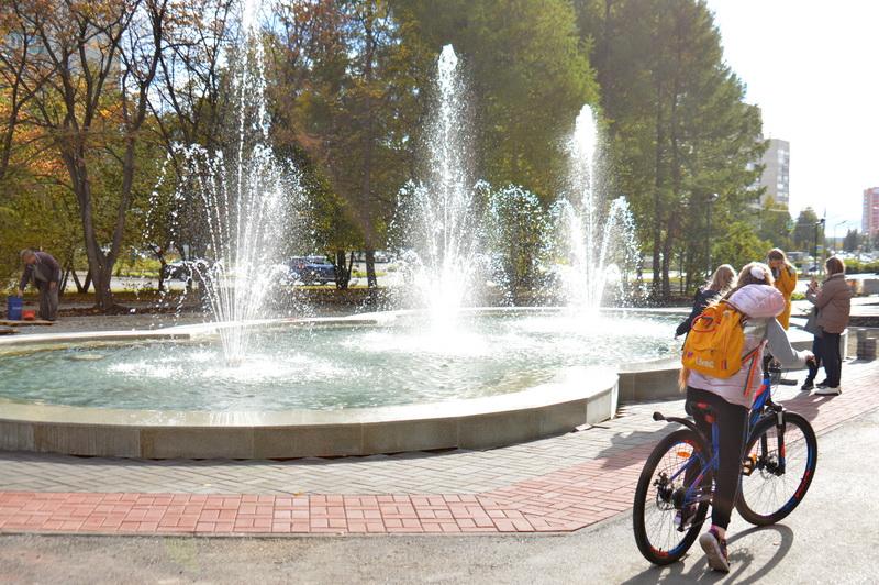 На проспекте Карла Маркса включили фонтан