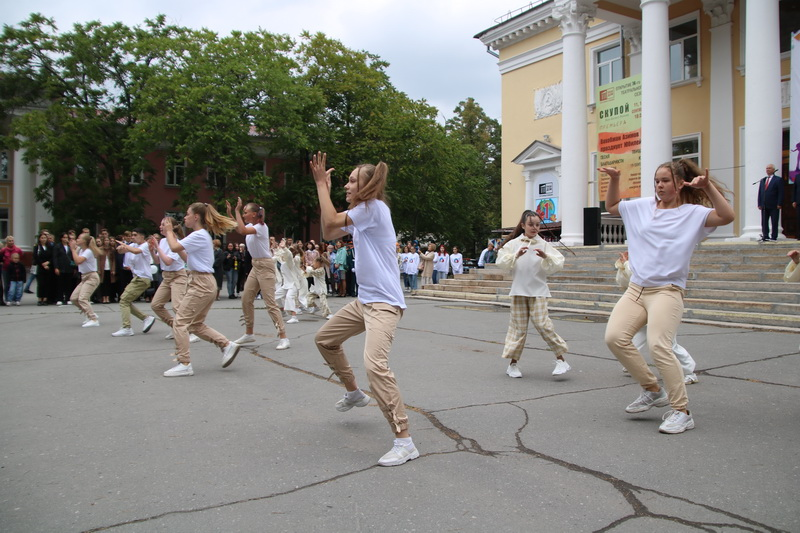 Для будущих выпускников Озерска прозвучал первый звонок нового учебного года