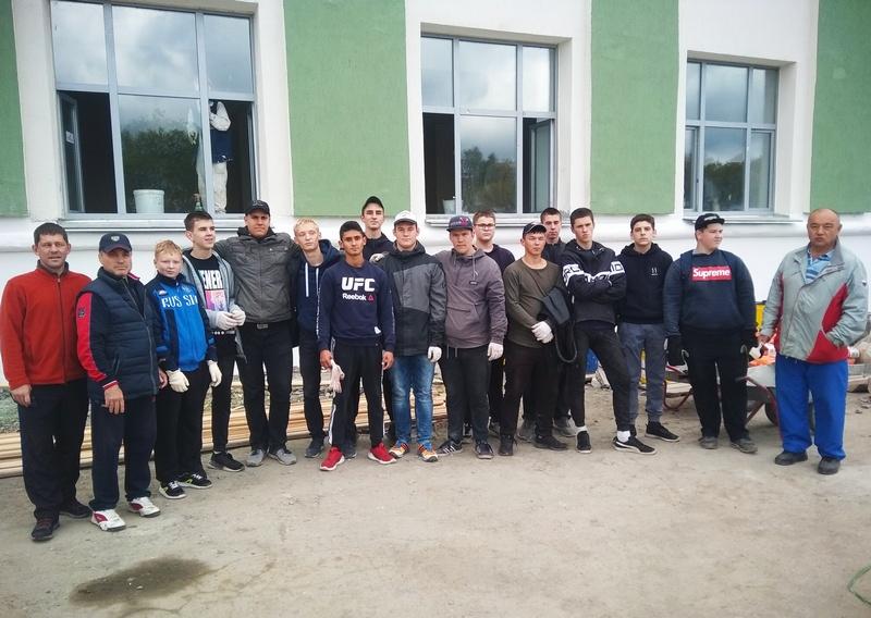 Воспитанники ДЮСШ провели субботник у «Гранита»
