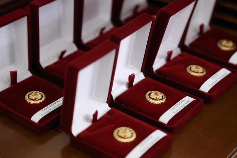 Озерские медики получили государственные награды