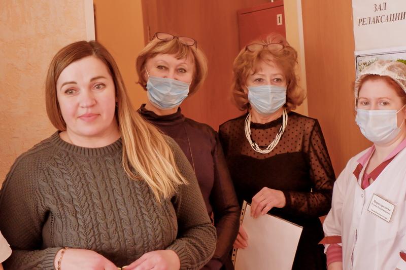 В Озерске поздравили коллектив и посетительниц Комплексного центра