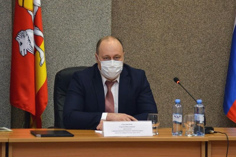 Решение депутатов усилит ограничения для муниципальных служащих