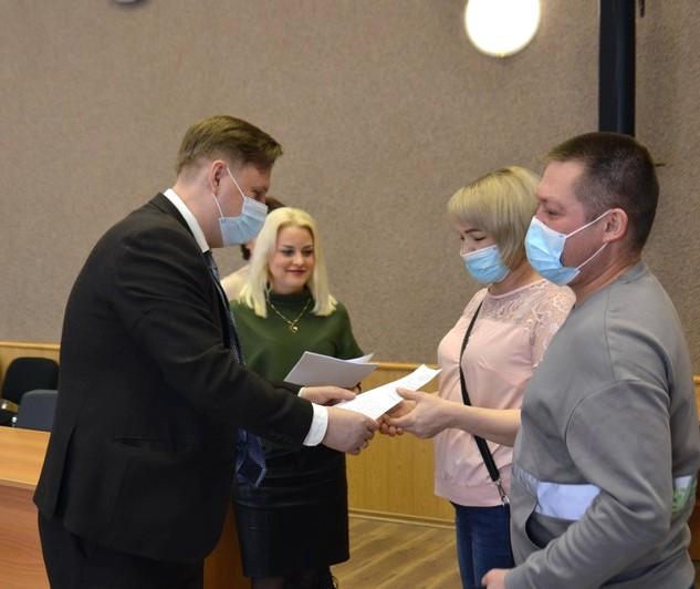 В Озерске 16 молодых семей получили жилищные сертификаты