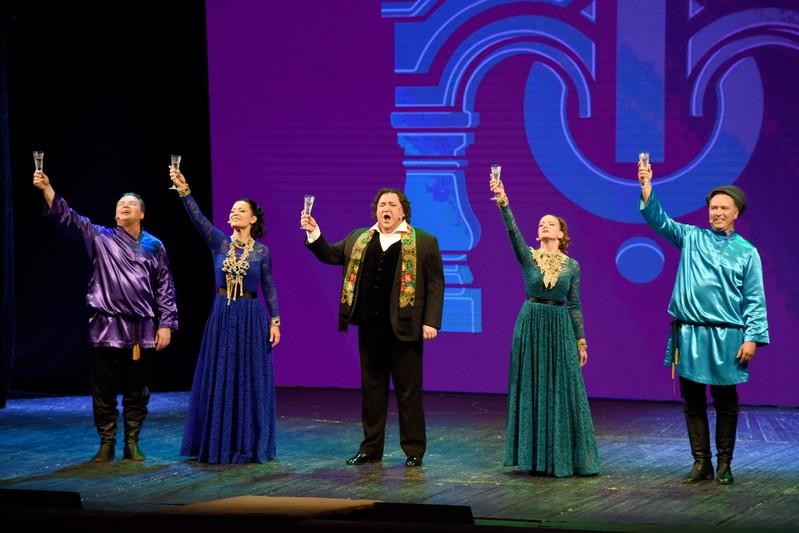 «Геликон-опера» представила в Озерске концертную программу «Пять звезд»