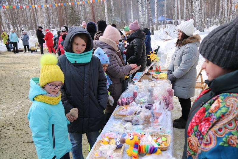 В Озерске на масленичных гуляниях весело проводили зиму