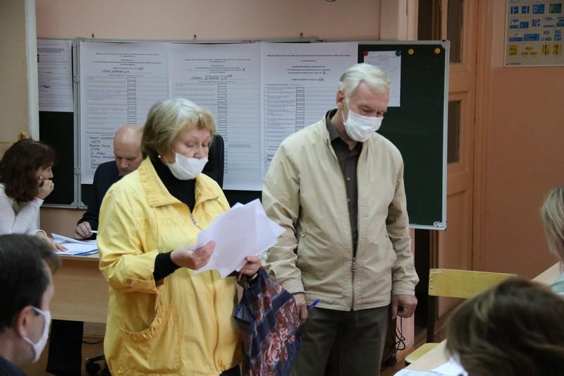 В Озерске проходят выборы в областной и местный парламенты