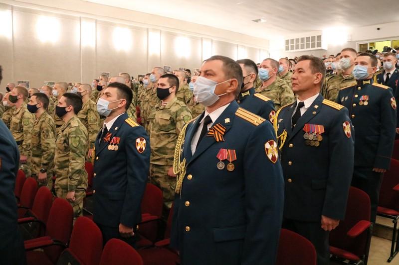 Озерской дивизии вручили боевое знамя нового образца