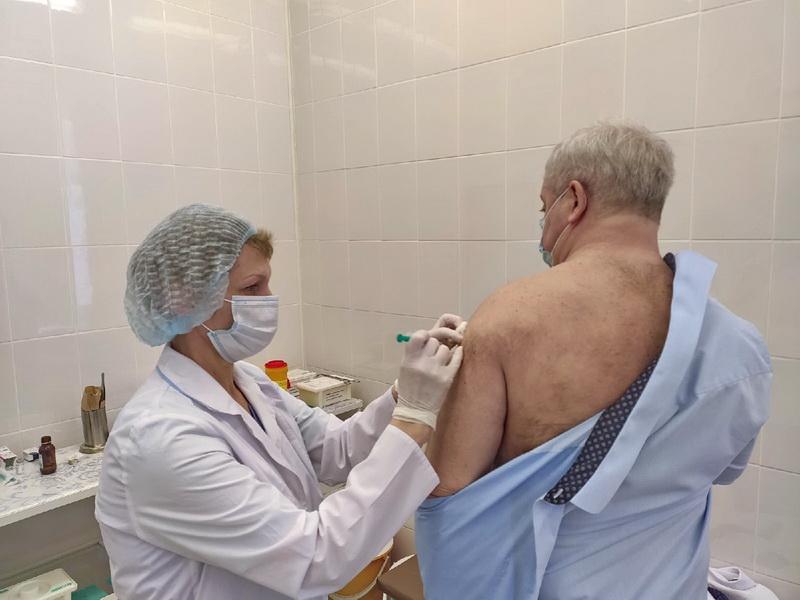 Озерские медики подробно рассказали о вакцинации от COVID-19