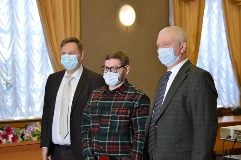 Работникам сферы здравоохранения были вручены награды Законодательного Собрания