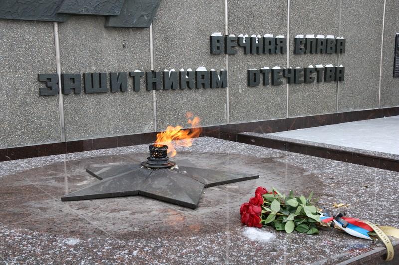 В память о жертвах блокады и защитниках Сталинграда