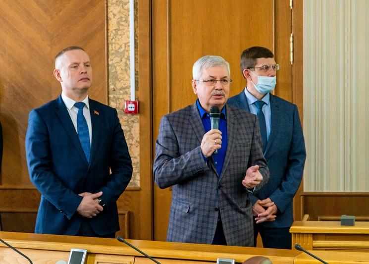 В Законодательном Собрании области отметили озерских работников сферы ЖКХ